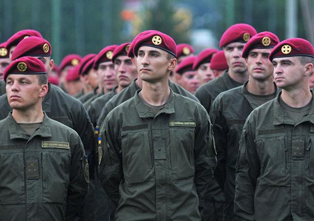 Militares ucranianos durante manobras internacionais Rapid Trident-2016 (foto de arquivo)