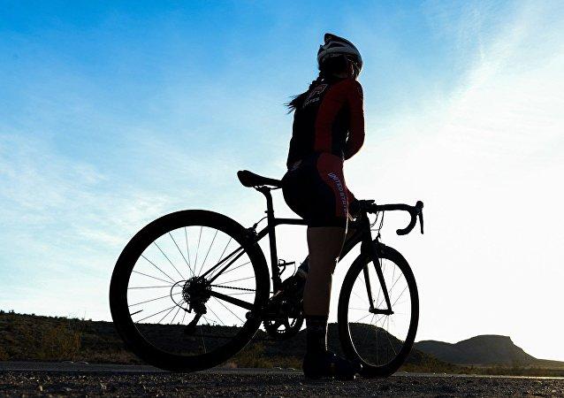 Uma ciclista, imagem referencial