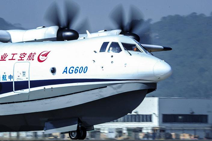 Veículo chinês AG600, a maior aeronave anfíbia do mundo também conhecida como Kunlong, vista no aeroporto da cidade de Zhuhai, na província de Guangdong em 24 de dezembro de 2017. O primeiro voo de teste foi realizado em 24 de dezembro