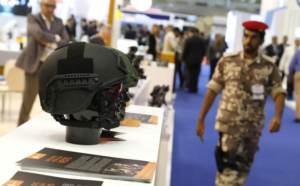 Visitantes da Exposição Internacional de Defesa Marítima DIMDEX 2018 no Qatar