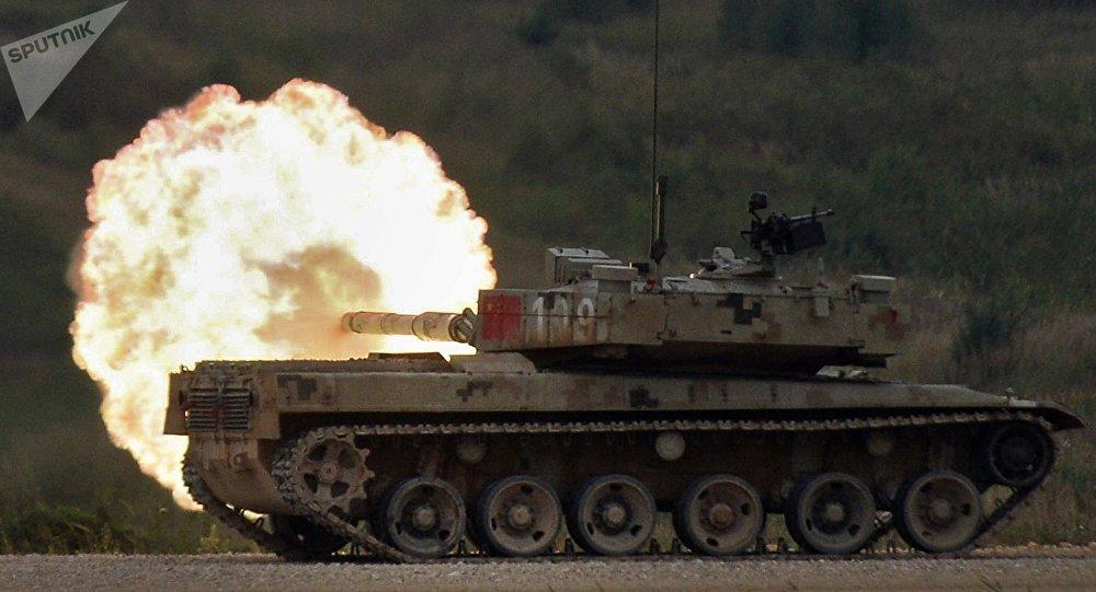 Tanque chinês Type 96 participa do Biatlo de Tanques realizado na Rússia em agosto de 2016