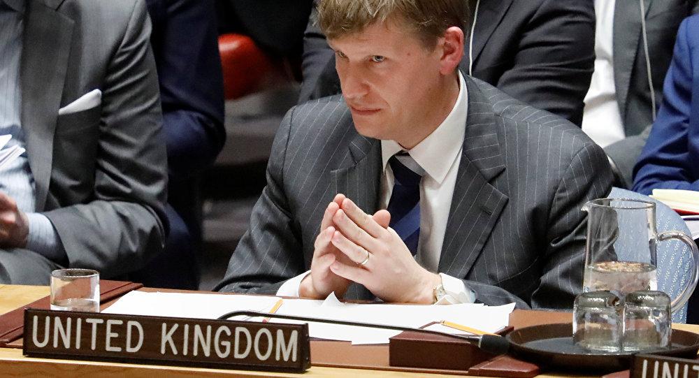 Vice-embaixador da Grã-Bretanha no Conselho de Segurança da ONU, Jonathan Allen, escuta um orador durante uma reunião urgente convocada pelos britânicos sobre o envenenamento de ex-espião russo (14/03/2018)