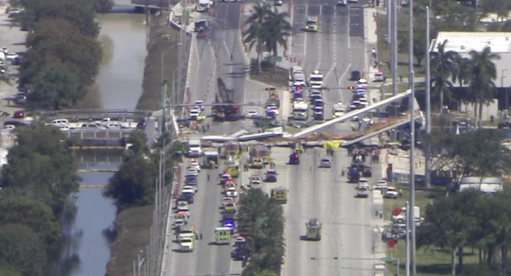 Frame de vídeo mostra o trabalho de resgate após desabamento de ponte na Flórida