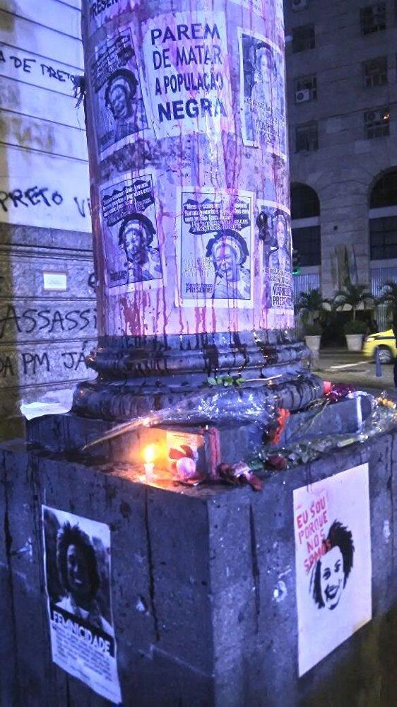 Cartazes foram colados na Assembleia Legislativa do Estado do Rio de Janeiro (Alerj).