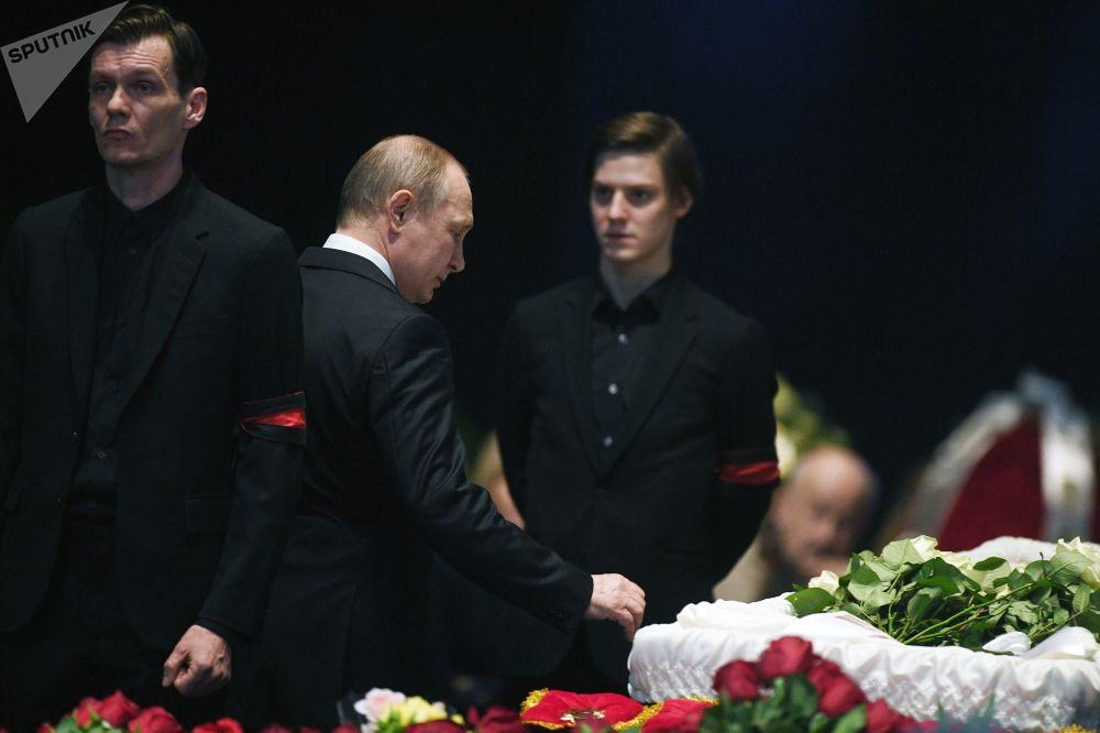 Presidente russo, Vladimir Putin, no funeral do famoso ator e diretor russo Oleg Tabakov