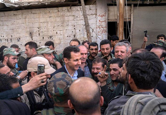 Bashar Assad se encontra com soldados em Ghouta Oriental