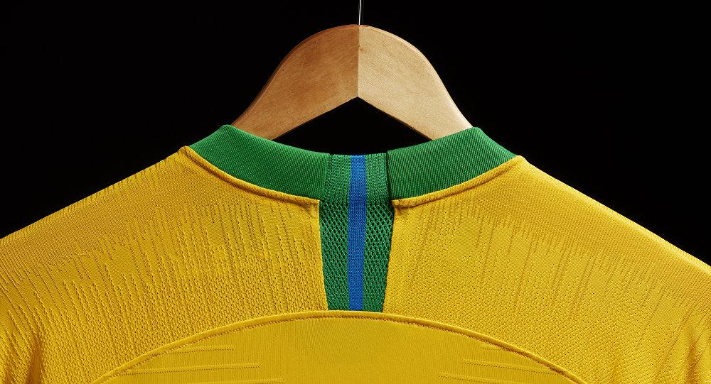 d93ab29232 Brasil lança uniforme que promete encantar os russos (FOTOS ...