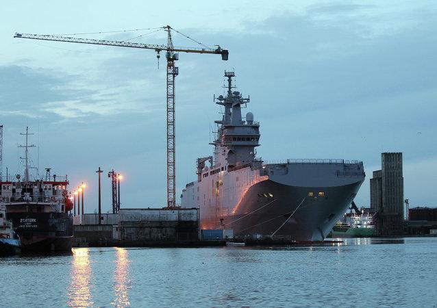 Porta-helicópteros Vladivostok, da classe Mistral