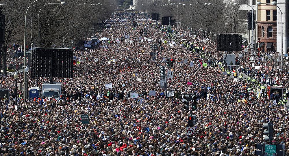 Marcha em Washington por uma legislação mais dura para a venda de armas de fogo.