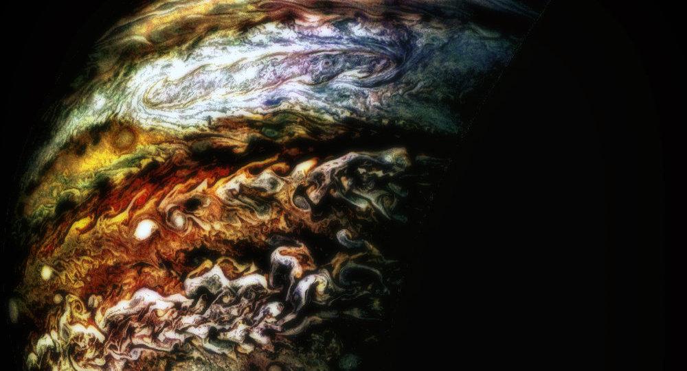 Um furacão em Júpiter, Rachel Region, fotografado pela câmera JunoCam durante seu oitavo voo