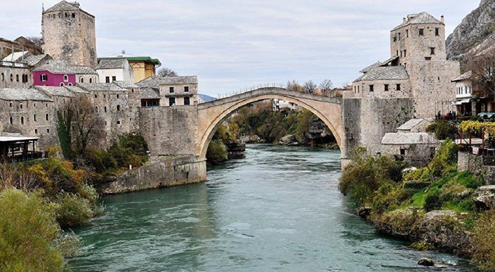 A Guerra da Bósnia nos anos 90 resultou na destruição quase que completa da cidade de Mostar