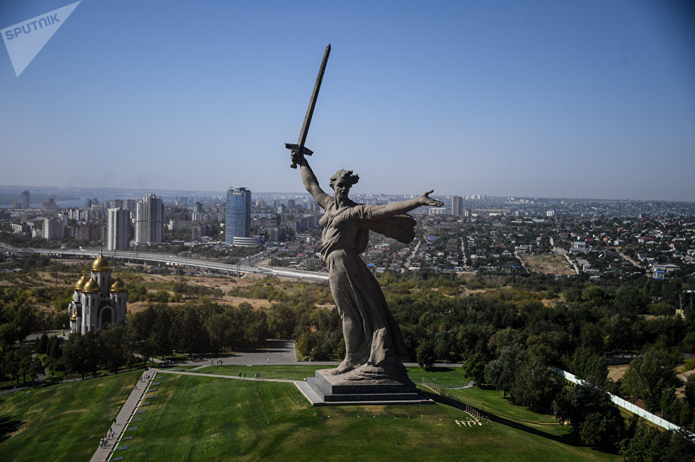 Mais de 90% da cidade de Volgogrado foi destruída na Segunda Guerra Mundial. Em sua restauração, as ruas ganharam novas posições, mudando, assim, o plano histórico da cidade