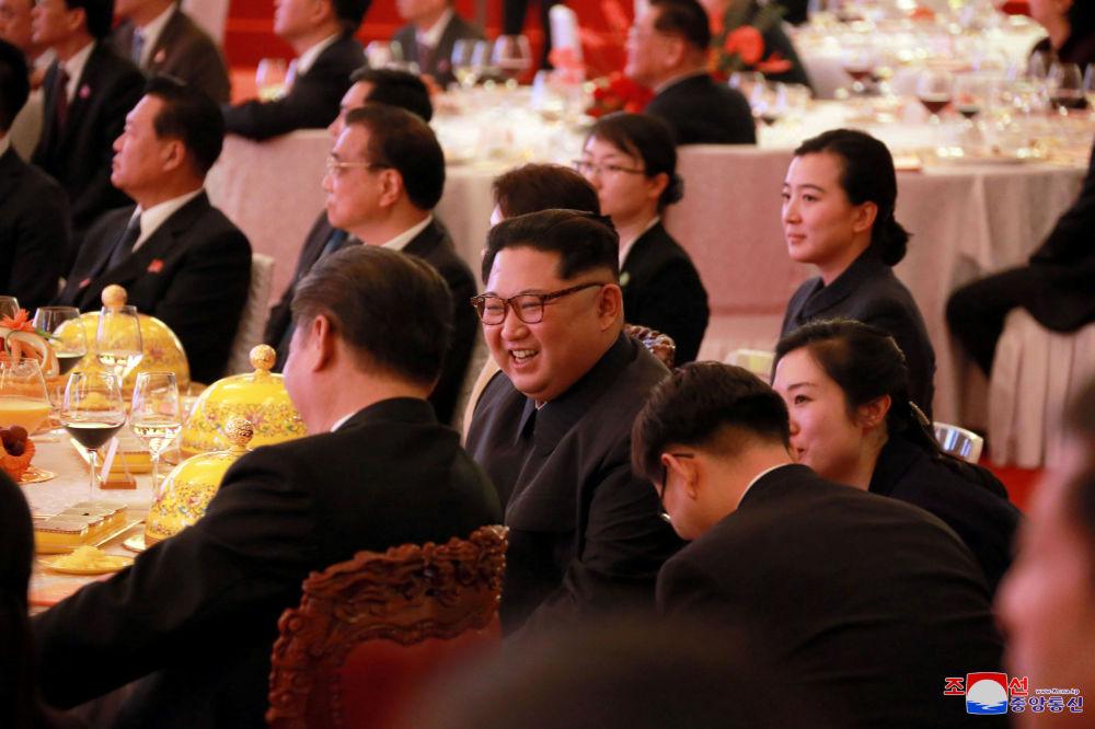 Jantar solene durante a histórica reunião bilateral entre Kim Jong-un e Xi Jinping, em Pequim, entre 25 e 28 de março de 2018
