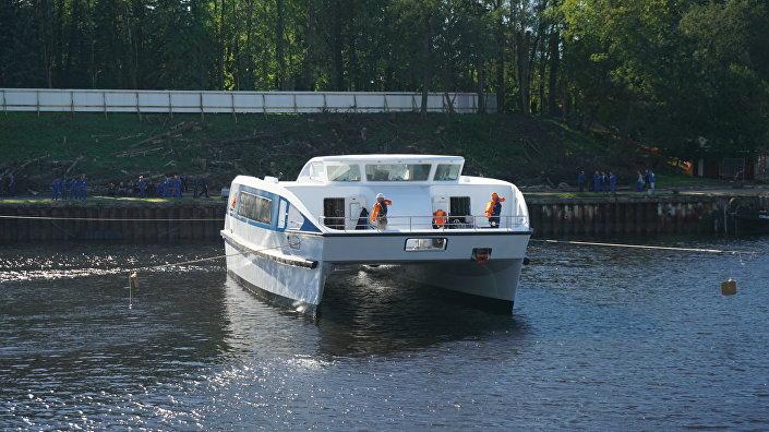Catamarã desenvolvido pelo estaleiro russo Sredne-Nevsky