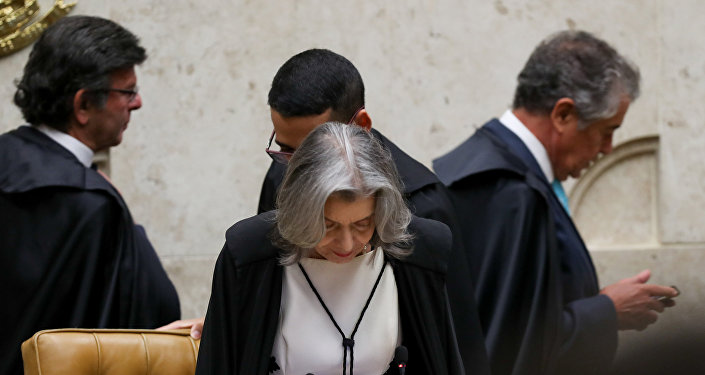 Ministros do STF em sessão que discutiu o habeas corpus ao ex-presidente Lula