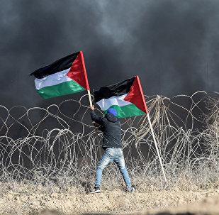 Manifestante palestino na fronteira entre Gaza e Israel (foto de arquivo)