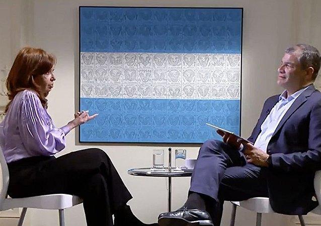 Cristina Kirchner conversa com Rafael Correa na RT