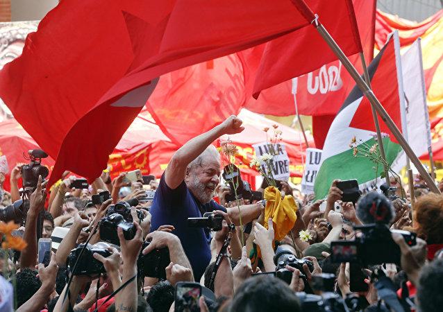 Lula em ato no Sindicato dos Metalúrgicos do ABC.