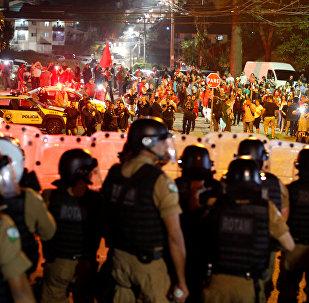 Polícia joga bombas contra manifestantes pró-Lula em Curitiba
