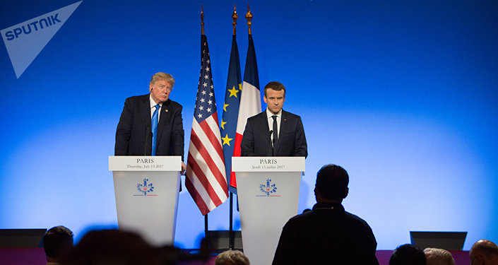 Donald Trump, presidente dos EUA, à esquerda, e Emmanuel Macron, presidente da França, à direita, durante uma conferência em Paris.