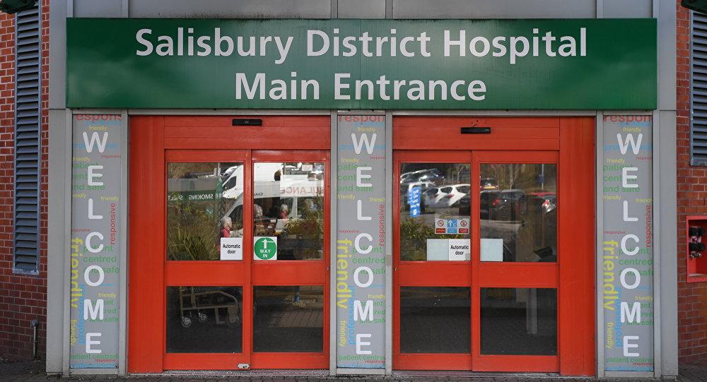 Entrada do Hospital Distrital de Salisbury, para onde foram levados o ex-espião Sergei e sua filha Yulia, 6 de março de 2018.