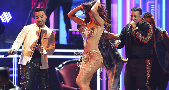 "Luis Fonsi e Daddy Yankee apresentam ""Despacito"" no Grammy 2018"