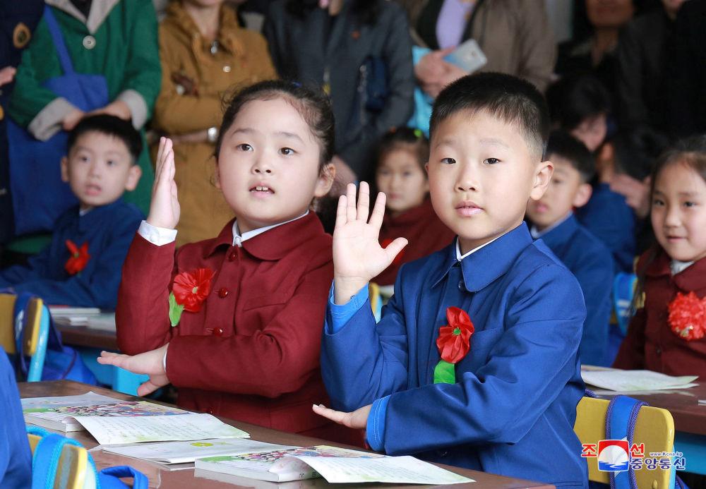 Alunos de uma escola norte-coreana, 2 de abril de 2018