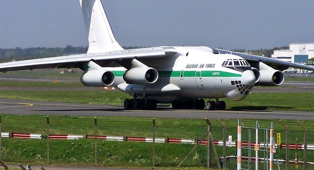 Um avião Il-76 da Força Aérea da Argélia