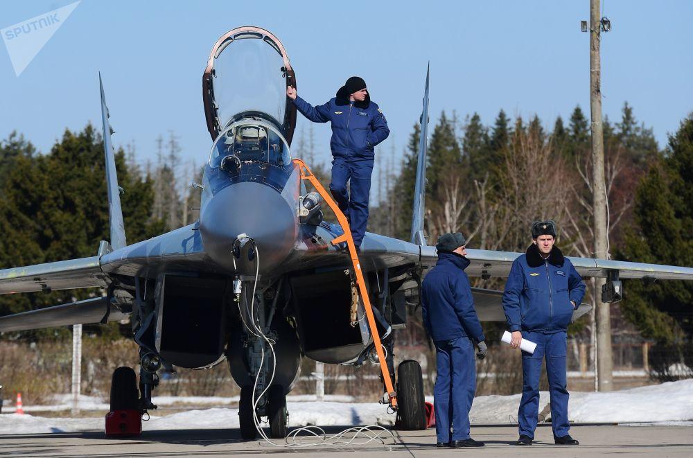 Caça multifuncional Su-29SMT participa do ensaio da parte aérea da 73ª Parada da Vitória que se realizará na Praça Vermelha, em Moscou, em 9 de maio de 2018
