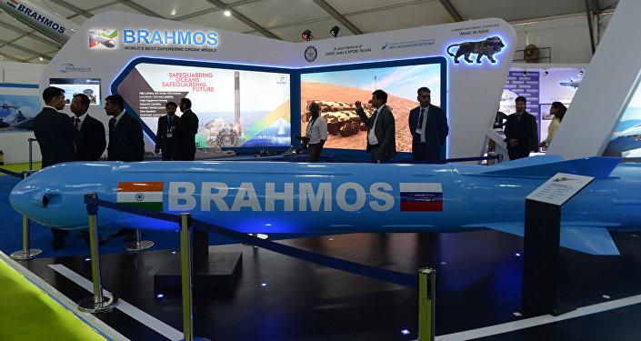 Exposição do míssil BrahMos da Organização de Pesquisa e Desenvolvimento de Defesa da Índia (DRDO) na DefExpo 2018, 11 de abril de 2018