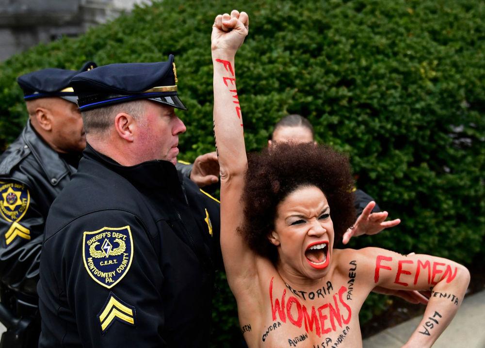 Atriz norte-americana Nicolle Rochelle é detida ao tentar alcançar o comediante Bill Cosby, arguido em processo sobre assédio sexual