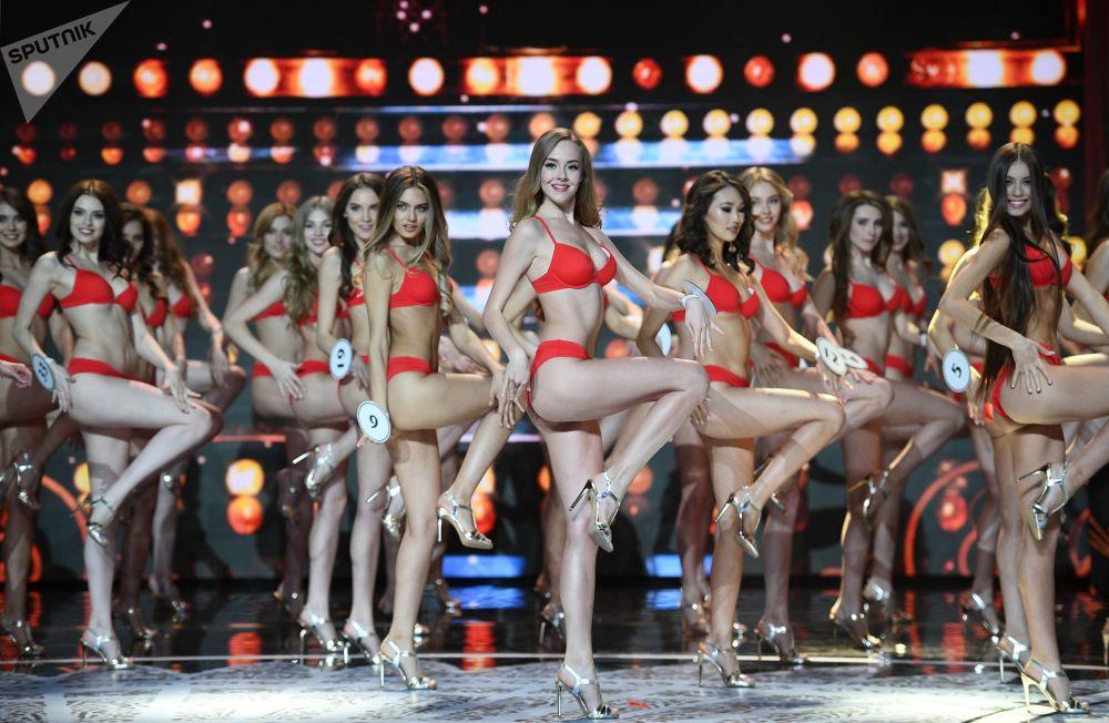 Apresentação das finalistas do concurso Miss Rússia 2018 na sala de concertos Barvikha, em Moscou