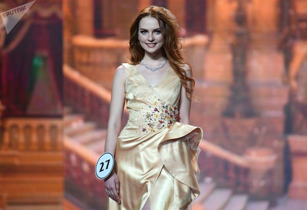 Uma das finalistas do concurso Miss Rússia 2018 durante a final na sala de concertos Barvikha, em Moscou