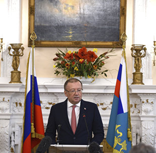 Embaixador russo no Reino Unido, Alexander Vladimirovich Yakovenko em uma coletiva de imprensa na embaixada russa em Londres.