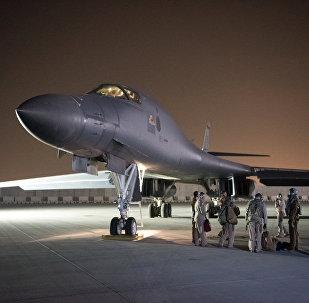Bombardeiro estratégico da Força Aérea dos EUA, B-1B Lancer, na base americana de Al-Udeid, no Qatar, preparando-se para participar do ataque à Síria, 14 de abril de 2018