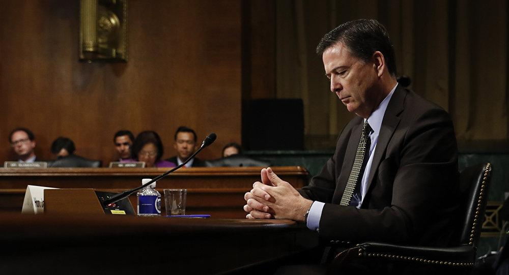 Foto de arquivo do então diretor do FBI James Comey ao testemunhar no Capitólio em Washington, antes de uma audiência do Comitê Judiciário do Senado.