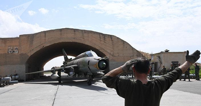 O presidente dos EUA, Donald Trump, comunicou que o ataque contra base aérea de Shayrat foi uma resposta ao alegado ataque químico na cidade síria de Idlib em 4 de abril, que , segundo Washington, foi realizado pelo governo sírio e que, segundo a Rússia foi uma operação de bandeira falsa