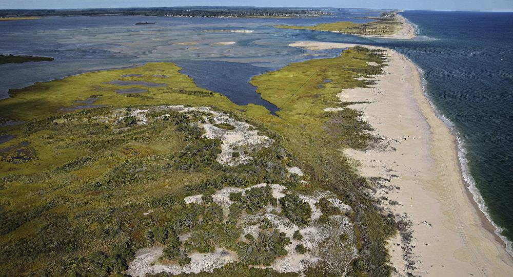 Brecha na parte oriental de Fire Island que separa o oceano Atlântico da baía Great South, EUA (imagem referencial)