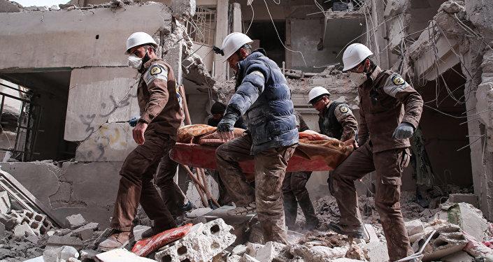 Membros da defesa civil síria, mais conhecidos como Capacetes Brancos em Damasco, foto de arquivo.