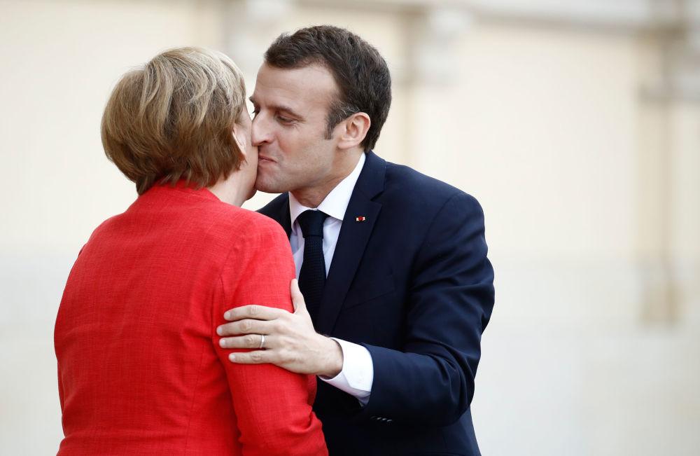 Chanceler alemã Angela Merkel e presidente francês Emmanuel Macron se encontram em Berlim.