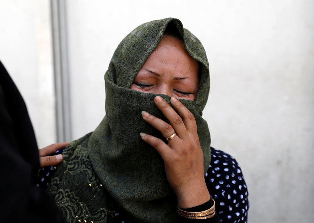 Uma mulher chora em um hospital depois de um ataque suicida em Cabul, no Afeganistão.