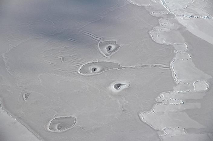 Buracos misteriosos no Ártico