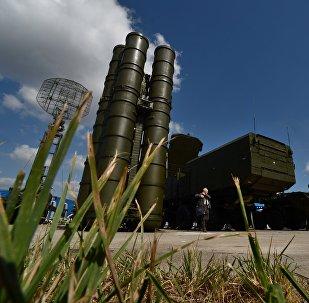 Sistemas de defesa antiaérea russos S-300