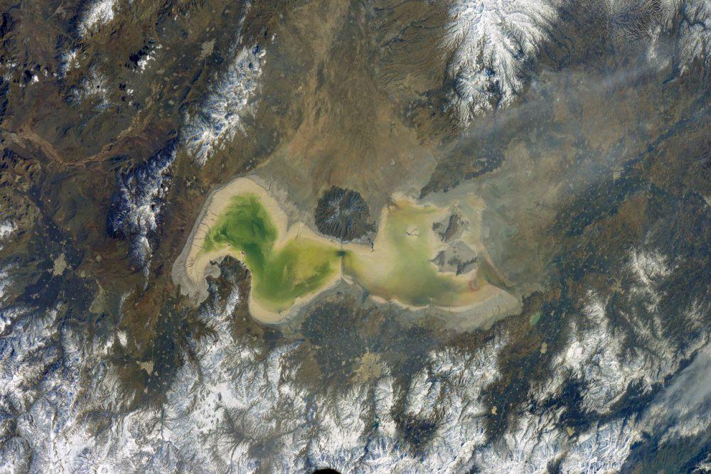 Foto do lago iraniano Úrmia tirada a partir da EEI pelo cosmonauta russo Anton Shkaplerov