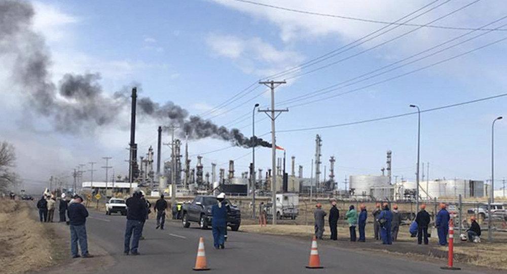 Incêndio na refinaria de petróleo da Husky Energy, na cidade norte-americana de Superior, Wisconsin
