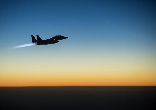 F-15E Strike Eagle da Força Aérea dos EUA em missão de combate no Iraque e na Síria