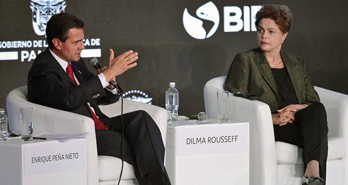 Encontro entre Dilma Rousseff e Enrique Peña Nieto, durante a sétima edição da Cúpula das Américas, na Cidade do Panamá, em abril passado
