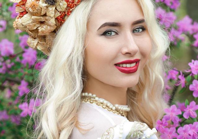 Alina Stelmakova, estudante do 2º ano da Universidade Estatal de Cultura e Arte da Bielorrússia