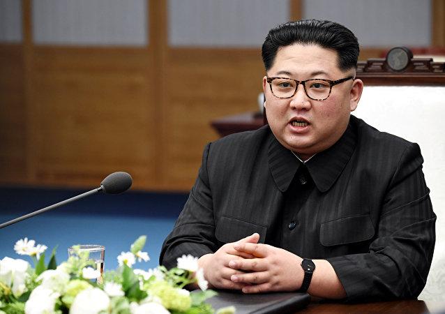 Kim Jong-un, líder norte-coreano, durante a reunião com o presidente da Corea do Sul, Moon Jae-in