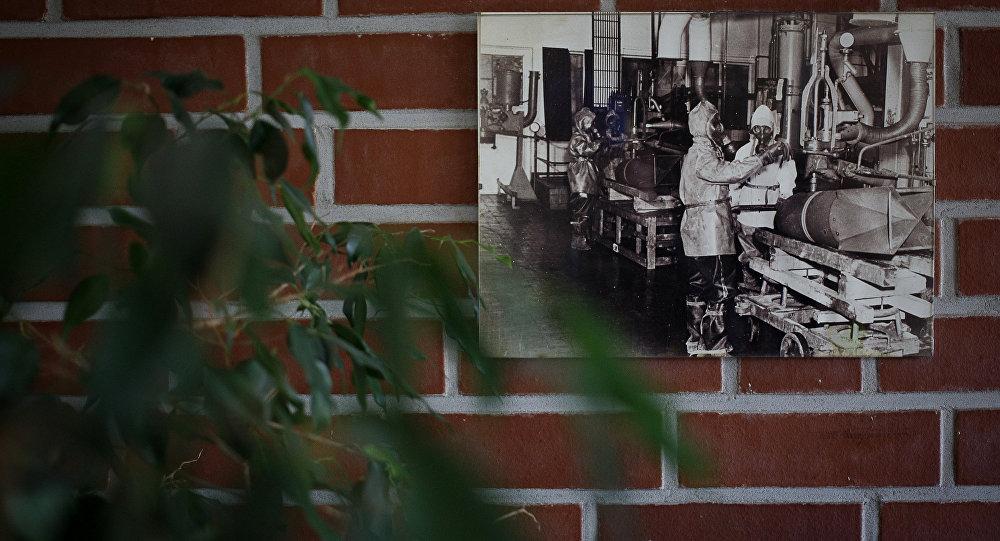 Foto histórica mostrando destruição das armas químicas na GEKA (Sociedade para Eliminação de Armas, Resíduos e Armamento Químico) em Munster, norte da Alemanha, 30 de outubro de 2013